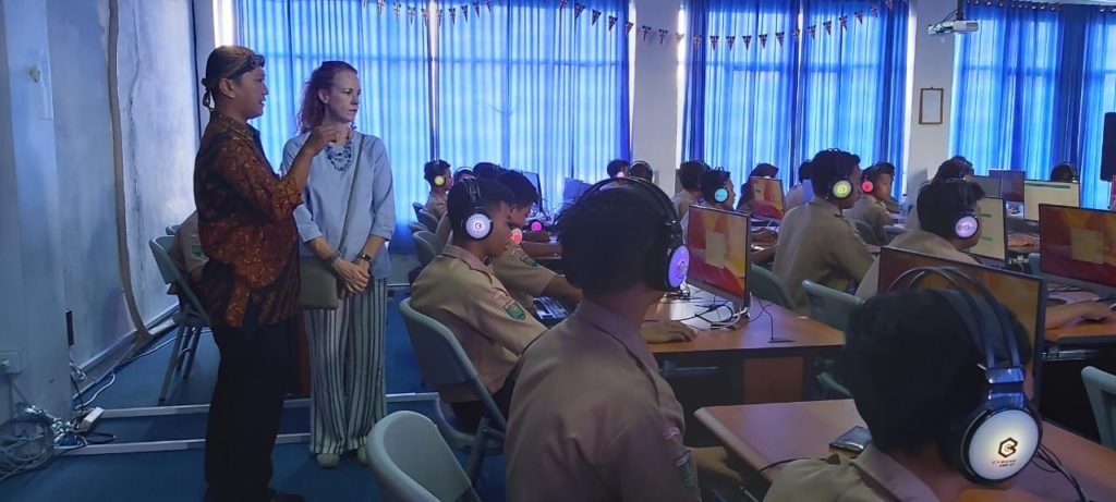 Visiting the English language lab in a vocational school